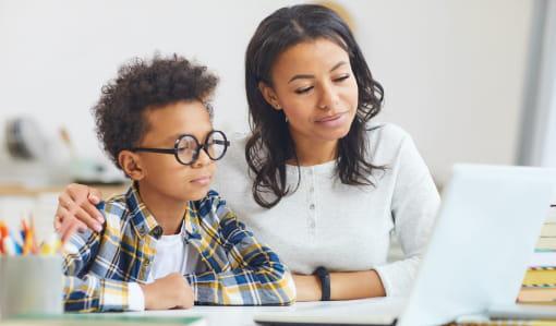 親子でのオンライン学習風景